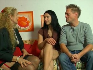 Mãe Alemã E Um Jovem Casal Se Divertindo Porn