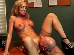 Brandi Love & Johnny Sins In Naughty Office, Johnny Is Leaving His Current Job And Moving On To Greener Pastures, And His Boss Brandi Loves Tells Him That He's Going To Be Missed. Quando Ele Vai Ao Escritório Dela Para O Seu último Cheque, Ela Dá-lho ...  Porn