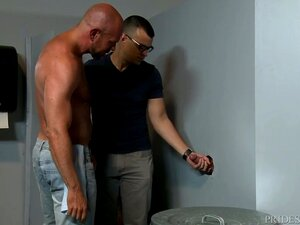O Sean Duran Dá Uma Surpresa Aborrecida Ao Casal Glory Hole! Porn