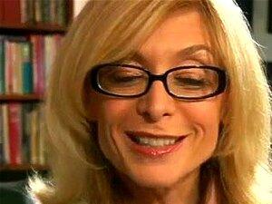 """""""sexy"""" Nina Em Meias De Nylon Copula Mais Jovem Rapaz, Porn"""