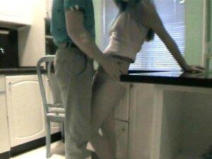 Casal Se Diverte Na Cozinha Porn