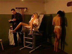 Dor Para Renata - 02, Renata Leva Chicoteando Molhado De Crack, Em Seguida, Palmatória E Por último Está Empalado Por Uma Ferramenta De Sexo Fixo Porn