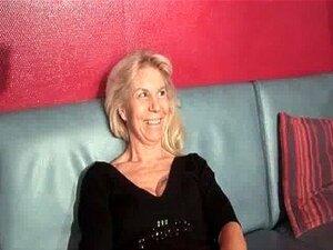 Francesa Madura Em Meias Recebe Dupla Penetrou Em Um Clube Swinger Porn