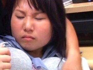 Uma Adolescente Asiática A Molhar As Cuecas Na Wo. A Beleza Adolescente Asiática Gozada No Trabalho Molha A Rata Nas Cuecas Porn