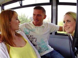 Babes Amadoras Festejando E Partilha Galo Em Um ônibus, Dois Amadores Babes Sexy Um Com Peitões Naturais E Buceta Peluda E Outro Com Um Bumbum Grande Festa Em Um ônibus E Partilha Grande Galo De Estranho Porn