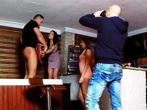 Babes Amadoras De Euro Festejando Por Jacuzzi, Duas Babes Amadoras Sexy Euro Começarcom Sua Festa Com Dois Caras Numa Jacuzzi Com Boquete, Caras Fodam-los Em Todas As Posições Possíveis Durante A Reprodução De Música Porn