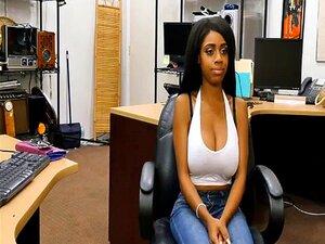 Ébano De Peitos Grandes Peões Sua Carro E Buceta O Bateu Duro Porn