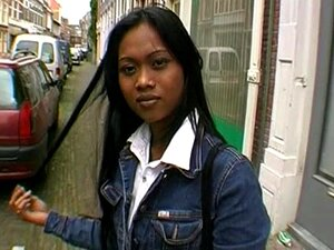 Bela Garota Asiática Na Rua. Porn