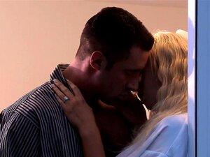 Noiva Transexual Angelical Perfurada Na Noite De Núpcias Porn
