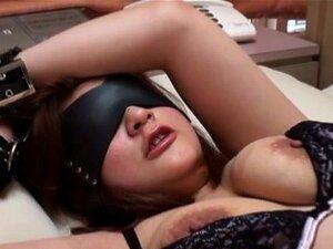 Olhos Vendados Algemada Garganta Asiática Fodida Antes De Montar O Galo Porn