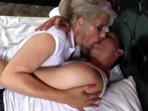 Avó Peluda Fodida Por Um Jovem Amante -  Porn