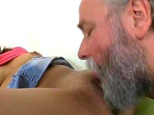 Professora Excitada A Seduzir A Adolescente. Um Querido Inocente é Seduzido Por Um Professor Velho E Excitado. Porn