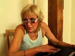Fodendo A Mãe Da Velha Namorada Por Trás Porn