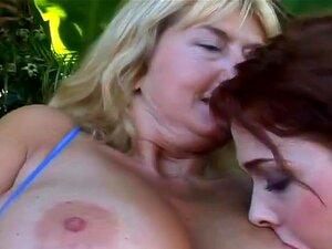 A Lésbica Grávida Seduz Outra Mulher E Partilha Com Ela Um Vibrador De Dois Gumes. Porn