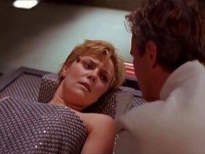"""Amanda Tapping, Claudia Black, Vaitiare Bandera No Stargate SG 1 [TV]. Baseado No Hit De 1994 Sci-fi Flick, O Stargate SG-1 Acompanha As Explorações Intergalácticas De Uma Tripulação Militar--""""SG-1""""--à Medida Que Viajam Usando A Estrutura Do T Porn"""