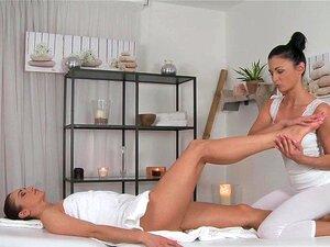 Salas De Massagens Lésbicas Com Pés Sensuais Tem O Seu Corpo Excitado Explorado Por Adolescentes Porn