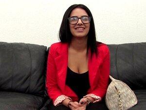 A Beldade Árabe Alexa Explora O Seu Lado Negro. A ASU é Apenas Uma Fábrica De Mulheres Da Primeira Vez Aqui Na BRCC, Mas Uma Prostituta árabe A Tentar Sexo Pela Primeira Vez Na Câmara é Um Tratamento Especial Ela é Chocantemente Apertada Porn