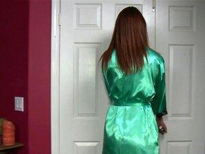 Casa De Massagem: Experiência De Quase Morte, Alex Teve Um Dia Louco, Montando Sua Moto Então Ele Decidiu Fazer Uma Massagem A Ajuda-lo A Relaxar. Quando Ele Chega Para Sua Nomeação Ele Conhece Katie E Diz A Ela Que Ele Quase Morreu Várias Vezes Naquele D Porn