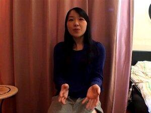Buceta Gorda Peluda Asiático Em Vermelho. Garota Japonesa Com Lábios Buceta Gorda Dedos Sua Boceta Porn