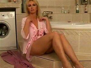 A Mamã Está Na Casa De Banho. Porn