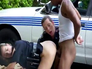 Duas Mulheres Polícias Fodem Um Negro Como Punição. Porn