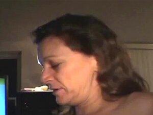 Morena Amador Crack Prostituta Fumando Carne Pole Point Of View. Rua Amadora Morena Que Anda A Prostituta Da Rachadura Que Fuma No Ponto De Vista Do Pólo Da Carne Dos Clientes Porn