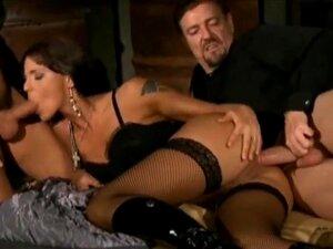 Simony Diamond Fodida Por Dois Tipos No Armazém, Bela Cena De Sexo Da Produção Italiana. A Estrela Porno Húngara Simony Diamond Estrelando Em Sexy Three-some. Dupla Penetração Cativante E Dupla Facial Porn