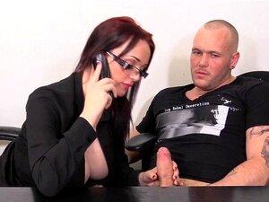 Com Tesão Secretária Peituda Chupando O Pau Do Chefe Dela Porn