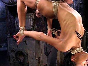 Amarrado Na Suspensão Do Arco Traseiro Dedos. Pequenos Peitos Escravo ébano Kira Noir Curvado E Amordaçado Em Mini-saia Recebe Bichano Dedos, Em Seguida, Bunda Caned Até Na Suspensão Hogtie Arco De Volta Fica Bichano Fodido Porn