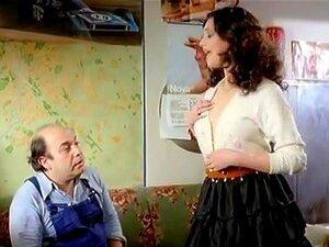 Michela Miti In Vieni Avanti Cretino (1982). Muitos Citam Vieni Avanti Cretino (1982), A História Dos Infortúnios De Um Homem Desempregado, Como O Clímax Da Carreira De Comédia Do Talentoso Comediante Físico Italiano Lino Banfi. Igualmente Dotada, Pelo Me Porn