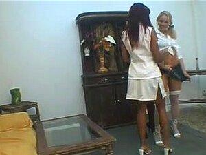 Três Lésbicas Brasileiras A Dar Um Beijo, Porn