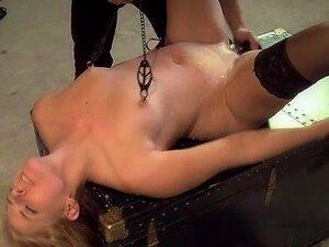 Dungeon Master Sub De Algemas E Chicotes Dela Enquanto A Castigar Sua Buceta Com Vibrador Porn