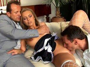 Empregada Na Empregada Loira Quente, Trio Em Trio Porn