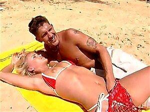 Sexo A Três Dupla Penetração MMF Na Praia Com Beleza Loira Sandy Estilo Porn