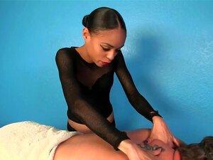 Massagista Negra A Provocar Rapazes Porn