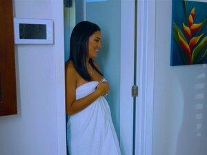 Uma Queca Apaixonada Na Cozinha Com Uma Latina Deslumbrante, A Bela Alina, A Bela Sean Lawless. Porn