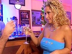 Cabelos Cacheados Euro Louro Começ Dped Num Bar BB Porn
