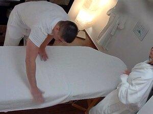 MILF Peituda Fica Fodido Durante A Massagem Porn