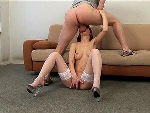 """Ruiva Gostosa Em Video De Sexo De Salto Alto, Se Você Ama Garotas De Garganta Profunda, Tanto Quanto Eu, Você Vai Apreciar Este Vídeo Pornô Amador Com Uma Linda Ruiva Estrelando. Quando Eu Digo """"garganta Profunda"""", Quero Dizer Muito Fundo! Gosta Porn"""