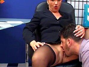 Elegante Mais Velha Secretária Perfurada, Porn