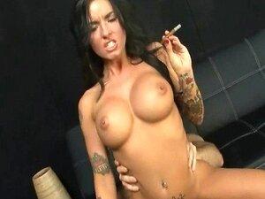 Pornstar Christy Mack Rides Pauzão Enquanto Fumar Charuto Porn