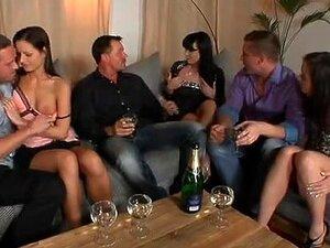 Tina R Faz Boquete Em Sexy Gangbang Dp Grátis Que Vídeo, Tina, Uma Mulher Com Tesão, Gosta De Ter Sexo Em Grupo E Neste Vídeo, Que Os Rapazes Decidem Dar-lhe Uma Sessão De Orgia Gangbang Dp. Porn