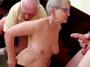 A Avó E O Avô Com O Rapaz. Porn