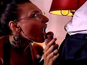 Roberto Malone Adquire Um Estímulo Oral Da Sua Secretária. Porn