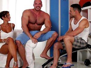 A Estrela Porno Excitada Gabrielle Gucci Na Melhor Cena Porno Bissexual, Porn