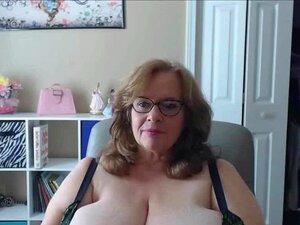 A Nossa Avó A Balançar As Maiores Mamas Naturais Do Mundo Porn
