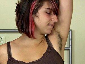 Novo Amigo Elétrico Para A Buceta Peluda Da Zooey Porn