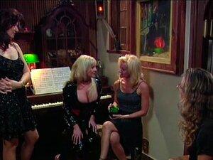 Lesbo Madura Seduz Menorzinho, Lesbo Madura Seduz Menorzinho Uma Cena Quente De Fumar Para Os Amantes Do Pornôs Lésbicos Real Porn