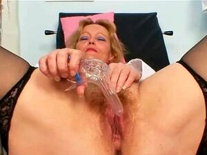 Senhora Madura Imunda Brinquedos Seu Bichano Peludo Com Espéculo Porn