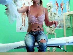 Paciente Piercing Tatuado Socado Por Médico Porn